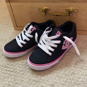 DC | youths Chelsea TX pink and black sneakers